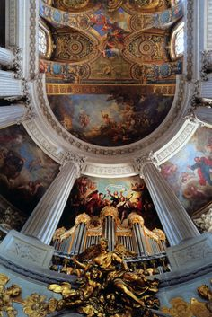 beautiful architecture of a chapel in Versailles