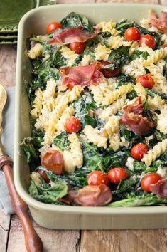 zapiekanka makaronowa ze szpinakiem, pomidorkami i ricottą Vegetarian Recipes, Cooking Recipes, Healthy Recipes, Ricotta, Italian Recipes, Pasta Salad, Food Inspiration, Easy Meals, Food And Drink