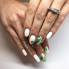 Semi-permanent varnish, false nails, patches: which manicure to choose? - My Nails Nail Manicure, Toe Nails, Nail Polish, Palm Nails, Nails With Palm Trees, Palm Tree Nail Art, Nail Design Glitter, Nails Design, Design Design