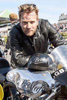 poangielsku:  Scottish actor Ewan McGregor in a leather jacket