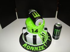 Monster Energy Drink Cake Sour Cream Cake iced in BC with fondant stripes, Can is rice crispy treat covered in fondant Monster Energy Drinks, Monster Energy Cake, Monster Energy Girls, Bebidas Energéticas Monster, Clary Y Jace, Best Energy Drink, Monster Crafts, 15th Birthday, Birthday Cakes