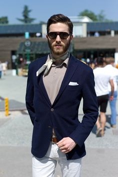 A navy blue blazer jacket and white chinos are a great outfit formula to have in your arsenal.