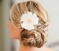 We are so obsessed with these beautiful wedding hairstyles! From the braided up-do and chic chignonto aromantic messy bun, each look is picture-perfect for the stylish bride. Move on down the page, and gather top-notch inspiration for your own wedding day. When you find your favorite hairstyle, be sure to pin it and ask your […]
