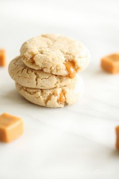 These gooey Cheesecake Cookies are like caramel cheesecake in bite-size pieces! Get the Caramel Cheesecake Cookies Recipe! cookies and cream cookies christmas cookies easy cookies keto cookies recipes easy Fall Cookie Recipes, Best Christmas Cookie Recipe, Christmas Cheesecake, Fall Recipes, Holiday Cookies, Salted Caramel Cheesecake, Caramel Cookies, Caramel Treats, Köstliche Desserts