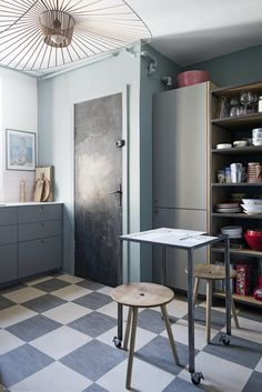 The old Ikea kitchen with new fronts in a light blue-gray color and pink tiles over the counter makes a beautiful expression in the kitchen. Ikea Kitchen, Kitchen Dining, Dining Room, Pink Tiles, Hygge, Interior Inspiration, Rum, Light Blue, Cabinet