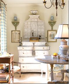 Eye For Design: Decorating With Swedish Gustavian White Painted Desks