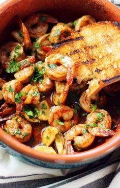 Spanish Shrimp This recipe is my take on a classic Spanish Tapas dish called Gambas al Ajillo, which basically translates to garlic shrimp. Tapas Recipes, Seafood Recipes, Mexican Food Recipes, Cooking Recipes, Healthy Recipes, Tapas Ideas, Spanish Food Recipes, Tapas Food, Catering Recipes