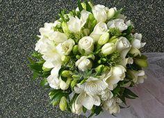 Wiązanka ślubna biała róża frezja