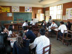 2010-06-11 Expo y taller en el colegio Sta Mª Micaela B Bolivia.