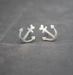 Adorable anchor earrings