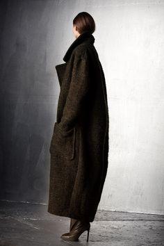 Completely in love with this AF Vandevorst coat ° #afv #vandevorst #coat