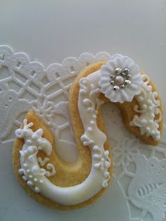 Ornate monogram cookie. Cute for bridal party