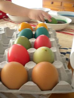 Dyeing eggs for Easter Crafts For Kids, Arts And Crafts, Fun Projects, Wordpress, Eggs, Easter, Children, Creative, Boys