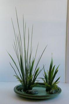 Tips On Sending The Perfect Arrangement Of Flowers – Ideas For Great Gardens Arrangements Ikebana, Ikebana Flower Arrangement, Modern Flower Arrangements, Deco Floral, Arte Floral, Floral Design, Flower Show, Flower Art, Cactus Flower
