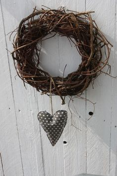 Wreath and heart. Very Cute!