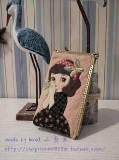 Best 12 Not that I need a coin purse… but if I did… – SkillOfKing. Patchwork Bags, Quilted Bag, Quilting Projects, Sewing Projects, Japanese Bag, Applique Tutorial, Fabric Embellishment, Frame Purse, Felt Embroidery