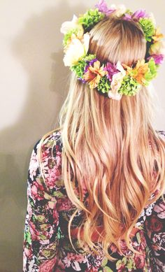 Flower crown Beauty Book, Hair Beauty, Floral Headpiece, About Hair, Pretty Hairstyles, How To Look Pretty, Hair Goals, Her Hair, Hair Inspiration
