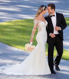 Off-the-shoulder Wedding Gown Style Wedding Dress with chic off-the-shoulder sleeves by Stella York. Sexy and chic in every single way, this long sleeve off-the-shoulder wedding dress by designer Stella York is one of a kind! Stella York, Wedding Dress Pictures, Dream Wedding Dresses, Wedding Gowns, Mod Wedding, Elegant Wedding, Wedding Day, Wedding Tips, Budget Wedding