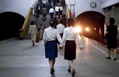 28 απαγορευμένες φωτογραφίες που κάποιος έβγαλε κρυφά από τη Βόρεια Κορέα, παρουσιάζουν το πραγματικό της πρόσωπο
