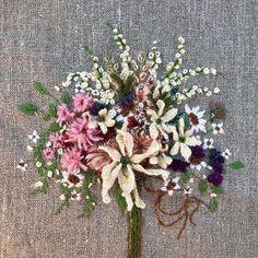 #아뜰리에화양연화 #꽃다발자수#주보은자수#자수아티스트#화양연화#주보은작가 꽃은 뒤돌아 보게 한다
