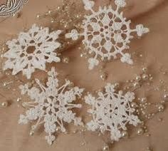 Risultati immagini per crochet snowflake free pattern Crochet Snowflake Pattern, Crochet Snowflakes, Free Pattern, Projects To Try, Artisan, Snow Flakes, Pretty, Crochet Christmas, More