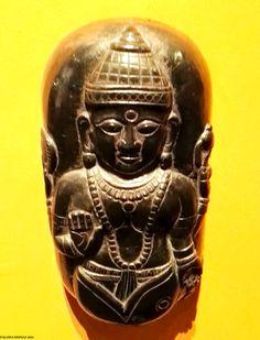 """Exposición: """"Arte y espiritualidad en la India"""" Colección de maderas talladas que representan distintos tipos de avatares de los principales dioses hindúes. Exhibition: """"Art and spirituality in India"""" Collection of carved woods representing different types of avatars of the main Hindu gods"""