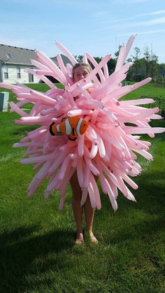 Anemone from finding Nemo! Twist balloons in the middle, tie yarn around it, then pin them to a shirt