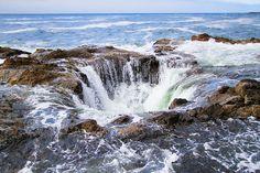 Thor's Well at Cape Perpetua in Yachats, Oregon. www.kevinandamanda.com #travel