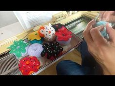 Chaveiro feito em trico a maquina - YouTube