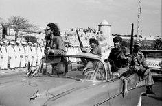 """Not a Bed of Roses"" - Burt Glinn's Photos of the Cuban Revolution (1959) - Flashbak Christmas In Cuba, Fidel Castro Son, Cold War Propaganda, Cuban Leader, Fly To Cuba, Cuba History, Cuban People, Bizarre Photos"