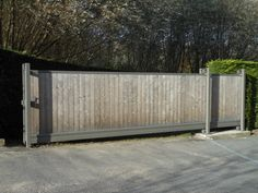 Handmatige opritpoort in thermowood, de ideale afsluiting voor uw tuin #gate #modern #metal #portail #garden #porte #jardin #wood #bois #videofonie #intercom
