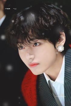 That big-ass earring is so hnngngg Jimin, Bts Selca, Bts Bangtan Boy, Daegu, V Taehyung, Foto Bts, Seokjin, Hoseok, V And Jin