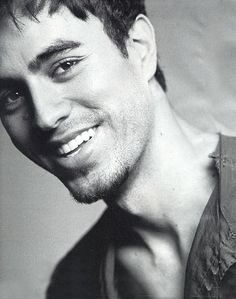 Enrique what a beautiful man, love his eyes, lush lashes & amazing smile!! Hot!!!
