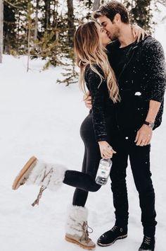 51 Merry Christmas Fashion Ideas for Couple - Inspiration (Couples) - Romantic Couple Poses, Romantic Photos, Couple Posing, Romantic Gifts, Cute Relationship Goals, Cute Relationships, Couple Relationship, Cute Couples Goals, Couple Goals