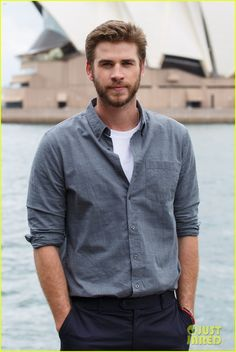 Liam Hemsworth Cheers On Young Aussie Skateboarder