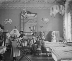 Women's Ward in the Annexe, No. 2 Stationary Hospital in Abbeville, 1916 Vintage Nurse, Vintage Medical, 20th Century Women, Battle Of The Somme, World War One, Military History, Wwi, Historical Photos, Historia