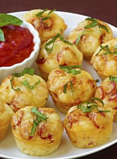 Pepperoni and Sausage Pizza Puffs - Delicious Food Recipes Appetizer Dips, Appetizer Recipes, Chef Recipes, Pizza Recipes, Frugal Recipes, Meal Recipes, Pepperoni Pizza Puffs, Pepperoni Recipes, Turkey Pepperoni