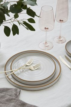 Looking for High-End Copper Silverware Rentals? Discover Greystone Table - the best destination for Luxury Cutlery & Flatware Rentals in Los Angeles, CA. Kitchen Items, Kitchen Decor, Assiette Design, Traditional Flatware, Design Simples, Kitchenware, Tableware, Dinnerware Sets, Decoration Table