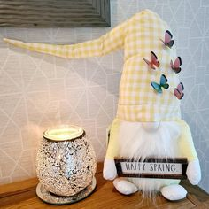 My two favourite things Scentsy Crushed Diamond Warmer & my Springtime gnome, you can't help but smile 😊