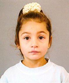 Симона е на 9 годинки и е напуснала заедно с майка си дома им в с. Кардам, Генерал Тошево през август м.г. Баща й я е обявил за издирване в полицията, но до сега няма следа от тях. Търсим снимка на майката в момента. Умоляваме всички да бъдат бдителни и да съобщят на полицията, ако са виждали детето някъде!
