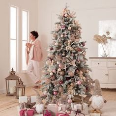 - Ideal for improving the appearance of the Christmas tree base. - Perfect for home, office, shopping mall, hotel, etc. Rose Gold Christmas Decorations, Colorful Christmas Tree, Gingerbread Christmas Decor, Christmas Home, Christmas Wonderland, Christmas Inspiration, Home Decor, Tree Base, Shopping Mall