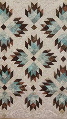 Double Bear Paw by Material Girlfriends Color combo Quilting Projects, Quilting Designs, Quilting Ideas, Quilt Block Patterns, Quilt Blocks, Quilt Baby, Southwestern Quilts, Bear Paw Quilt, American Quilt