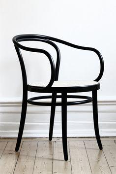 Thonet chair No 30