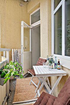 Balkongen nås från båda sovrummen...