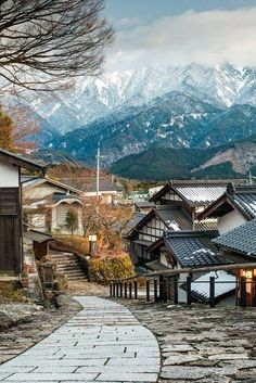 """Twitter#Magome and #Tsumago are ancient post towns surrounded by Japanese Alps with a distinct old Japan """"samurai"""" feel!"""