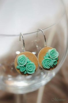 Lovely polymer clay roses from www.facebook.com/Mesiroos