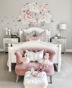 There are a lot of natural ways of decorating your bedroom. For example, you can use natural gifts like wonderful looking sea shells, glass, pine cones etc. Using these items can result in a brilliant texture to the bedroom decoration. Pink Bedroom Design, Teen Bedroom Designs, Cute Bedroom Ideas, Cute Room Decor, Teen Room Decor, Room Decor Bedroom, Bedroom Furniture, Stylish Bedroom, Aesthetic Bedroom