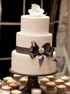 Round Wedding Cakes - This was my actual wedding cake!