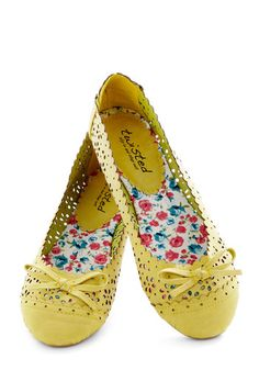 Cute scalloped flats for spring