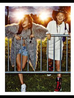 보그걸 (VOGUE girl) 에디터 분의 컨택으로 커스텀쥬얼리 모드곤 제품이 스타일링 되었습니다.  We are Young 음악, 친구, 젊음이 있기에 낮보다 밝고,  태양보다 뜨거운 소녀들의 뮤직 페스티벌 나이트!  - 에디터 : 엄지훈 - 모델 : 한경현, 황세온, 유은비, 이호정, 이하은 - COOPERATION 모드곤(070-8241-0596) www.modgone.com